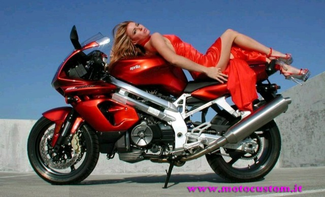 http://www.motocustom.it/immagini/girls/53g.jpg